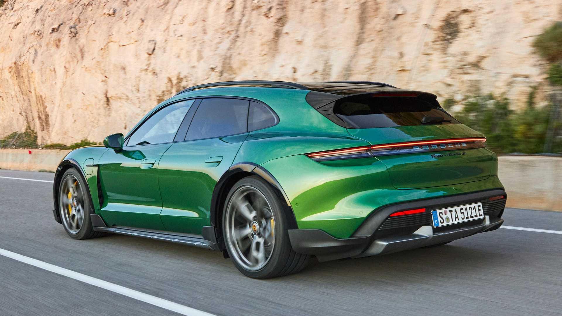 Porsche официально представил Taycan Cross Turismo 2