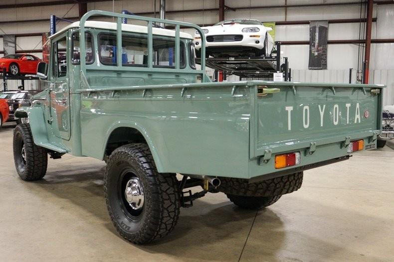Ретроавтомобиль Toyota Land Cruiserс пробегом 35 км продают за 80 000 долларов 3