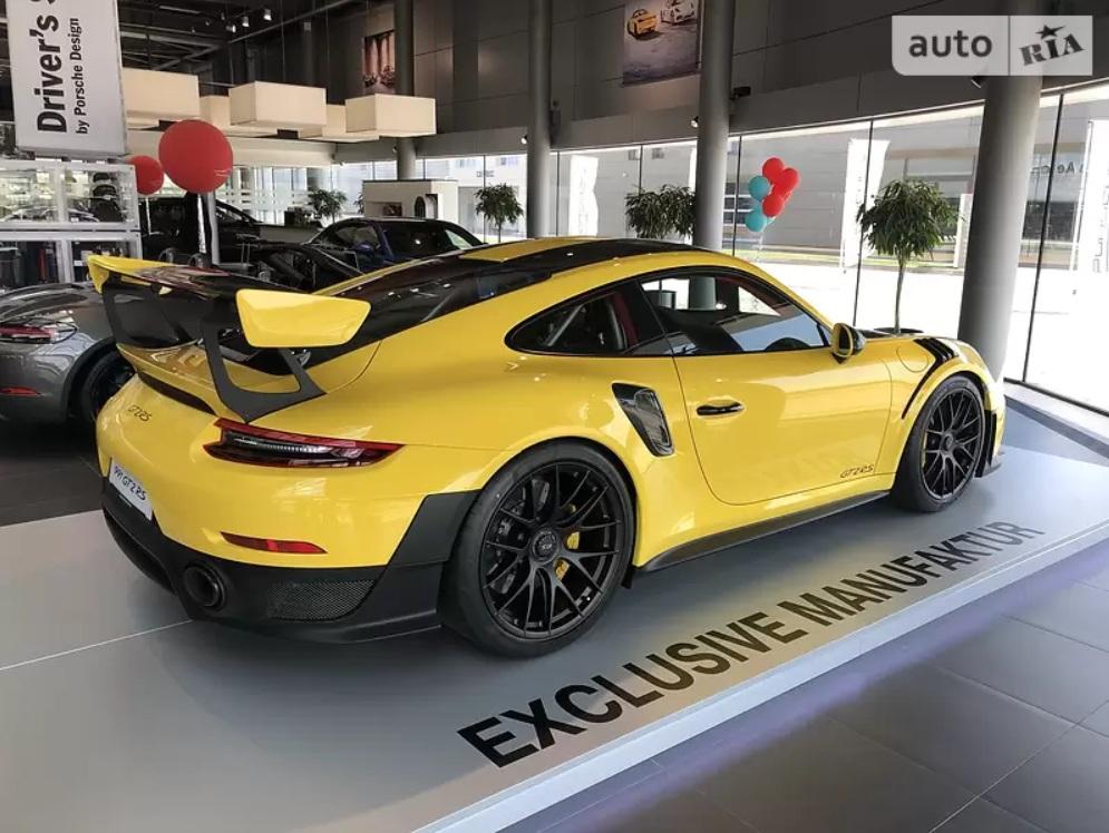 В Украине продают Porsche 911 GT2 RS за 17 миллионов гривен 3