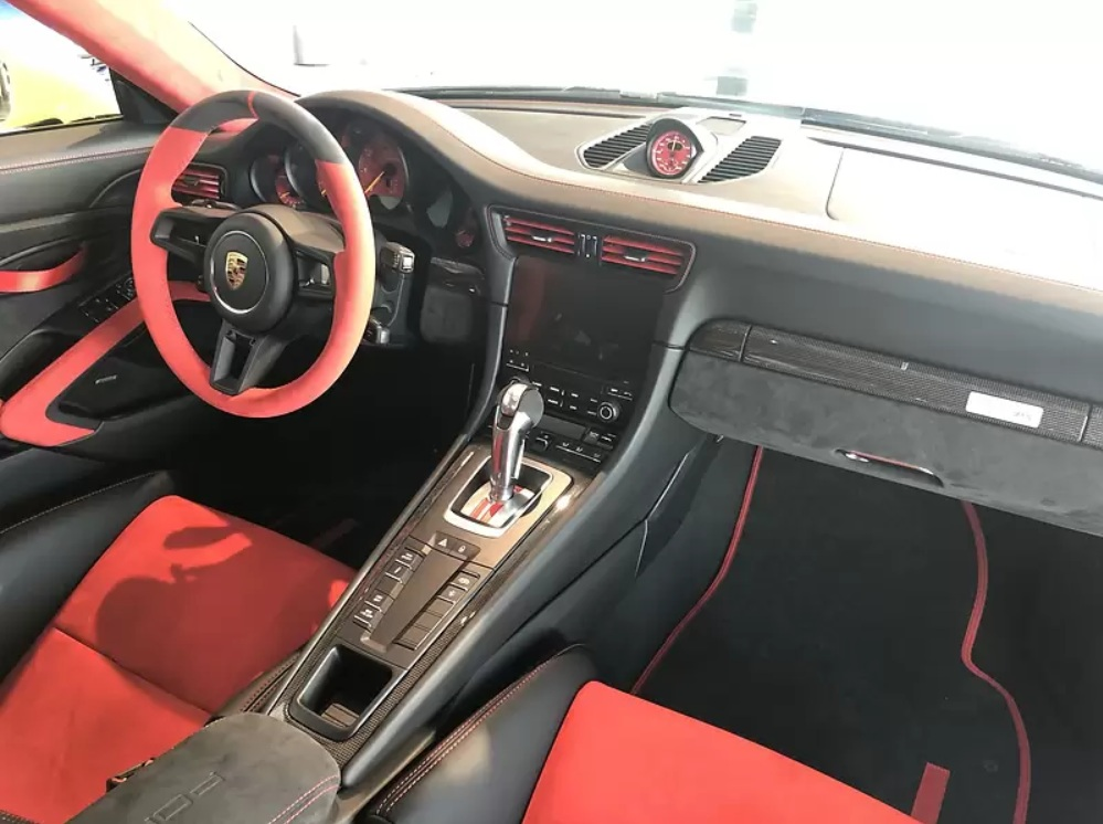В Украине продают Porsche 911 GT2 RS за 17 миллионов гривен 2