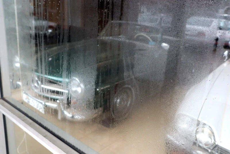 Призрачный дилерский центр: как дорогие автомобили разных марокпревращаясь в груду бесполезного металлолома (фото) 4