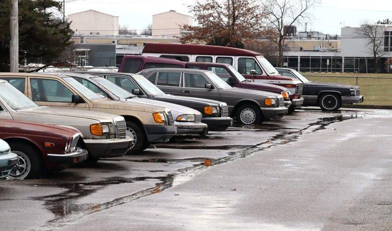 Призрачный дилерский центр: как дорогие автомобили разных марокпревращаясь в груду бесполезного металлолома (фото) 2