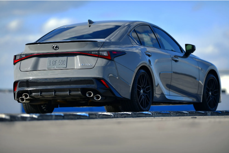 Lexus представил эксклюзивную версию седана IS 3