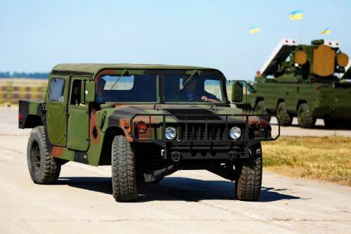 В Украину прибыли новые внедорожникиHumvee 1