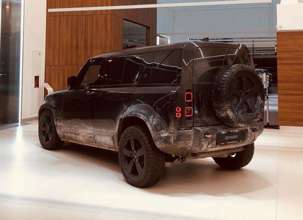 В Украину привезли настоящий автомобиль Джеймса Бонда 3