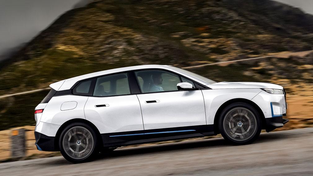 BMW представила новый кроссовер BMW iX 2