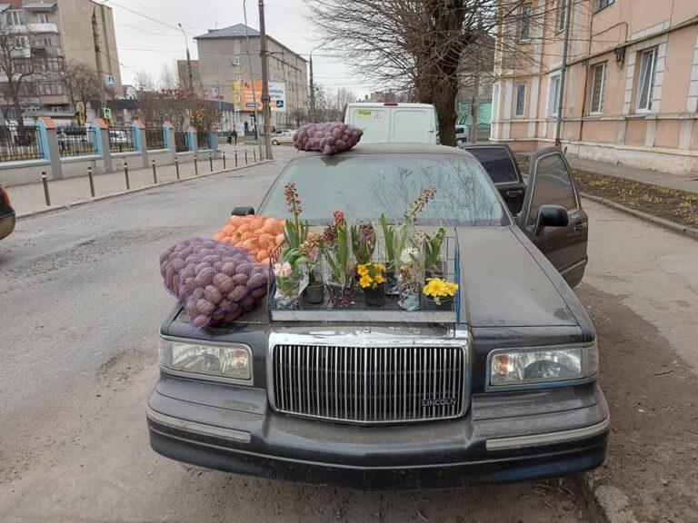 «Вот это настоящая роскошь»: в Украине картошку и лук продают излимузина Lincoln   2