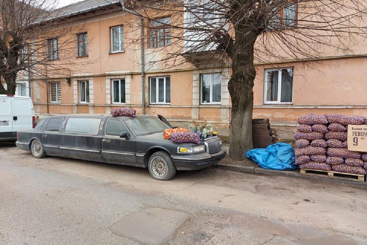 «Вот это настоящая роскошь»: в Украине картошку и лук продают излимузина Lincoln   3