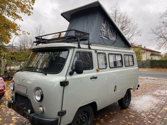 В Германии продают УАЗ «Буханка» с палаткой на крыше: цена сильно удивляет  1