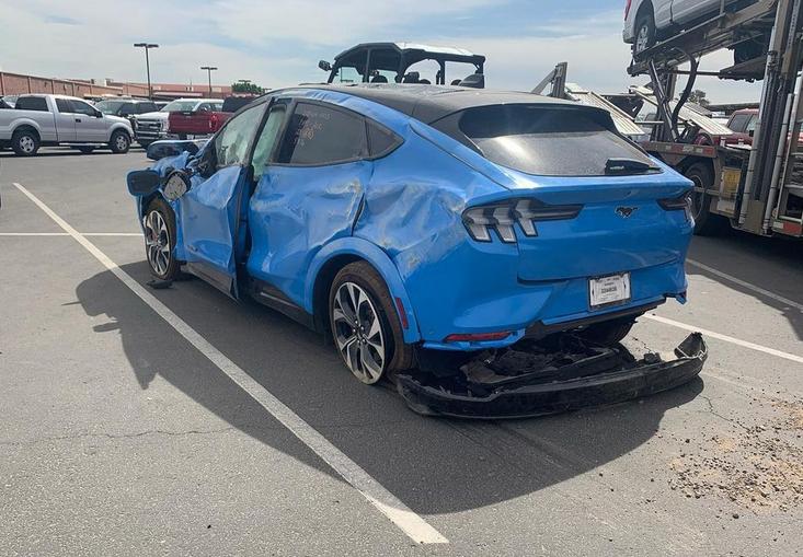 Новенький Ford Mustang разбили в хлам не успев обкатать 2