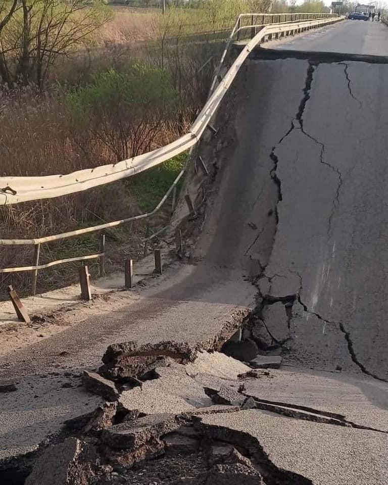 Во Львовской области обвалился мост: фото, видео, схема объезда 2