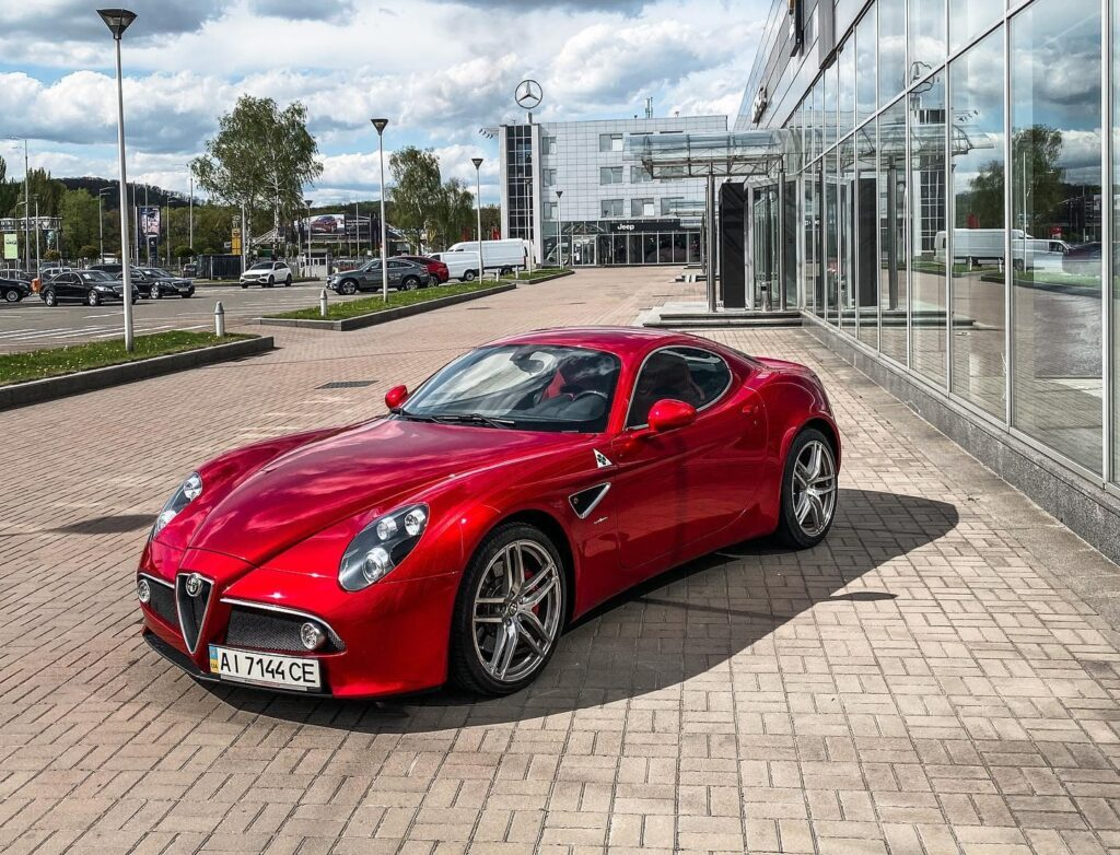В Украине засветился эксклюзивный суперкар Alfa Romeo 1