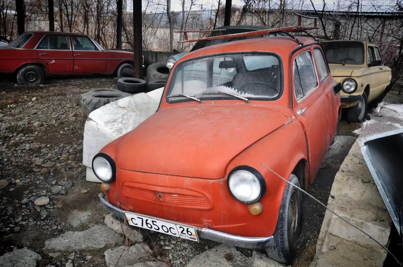 В сети показали коллекцию машин времен СССР – есть и правительственные лимузины (фото) 6