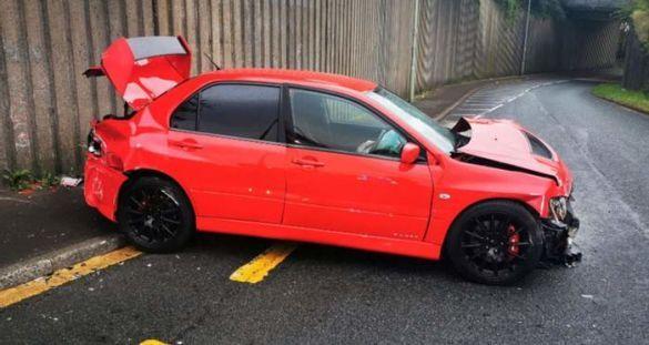 Мужчина выиграл Mitsubishi Lancer Evo IX и разбил его уже на следующий день 3