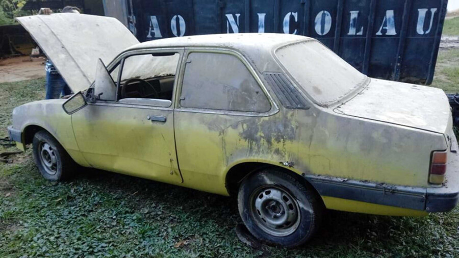 Несколько десятков Chevroletпродают по 250 долларов за экземпляр 2
