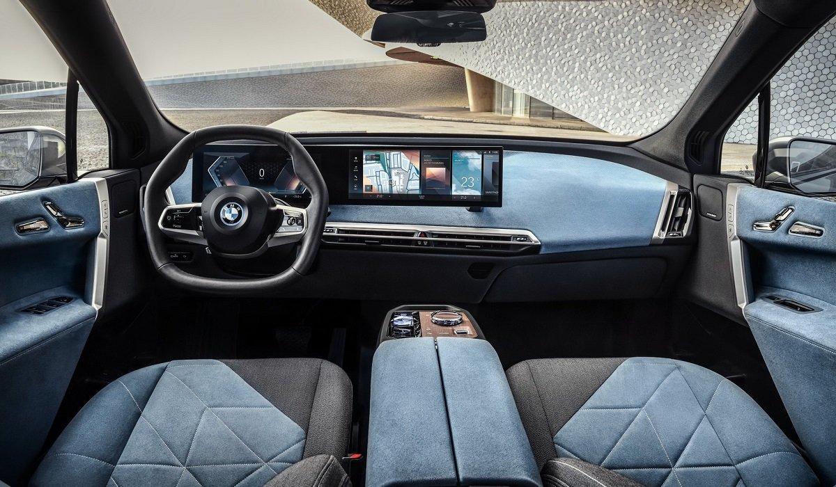 На украинский рынок выходит новый кроссовер BMW 2