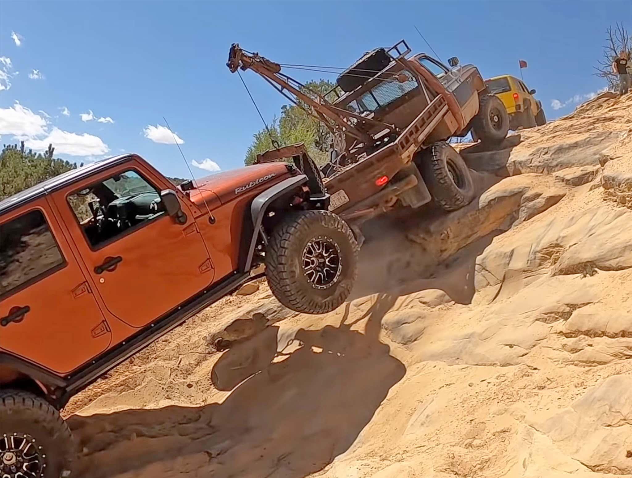 Дикое спасение: Jeep Wrangler подняли со дна каньона 1