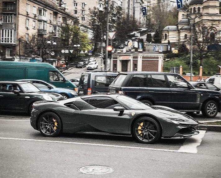В Украине заметили крутой суперкар Ferrari мощностью 1000л.с. за 20 миллионов 2