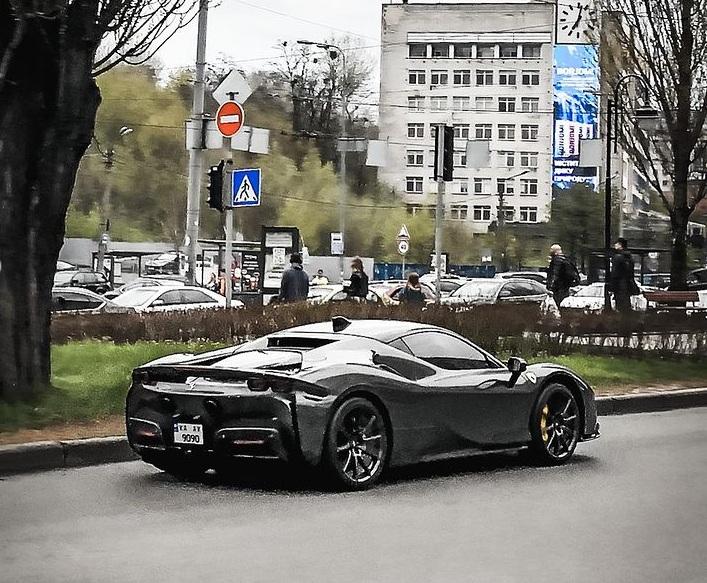 В Украине заметили крутой суперкар Ferrari мощностью 1000л.с. за 20 миллионов 3