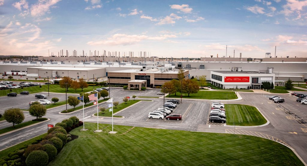Два огромных внедорожника Toyota: что известно о новинках 1
