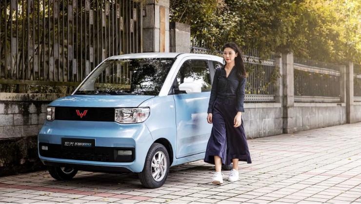 Литовцы представили самый дешевый электромобиль в Европе 2