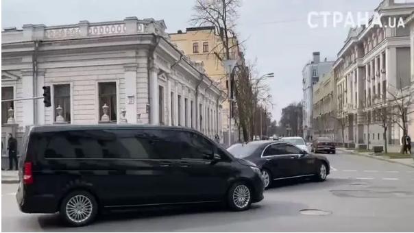 В сети показали видео, как ездит кортеж Зеленского 1