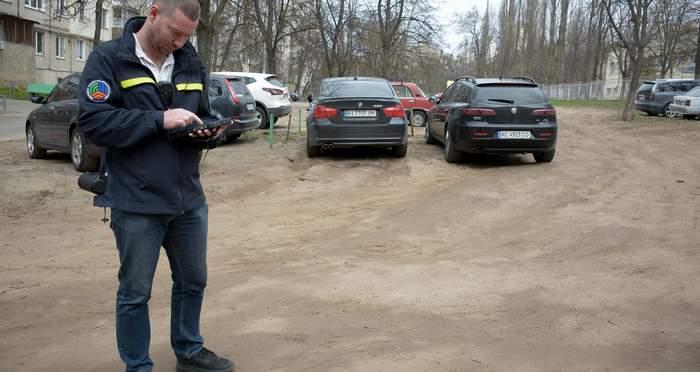 В Украине начали штрафовать за парковку во дворах 3