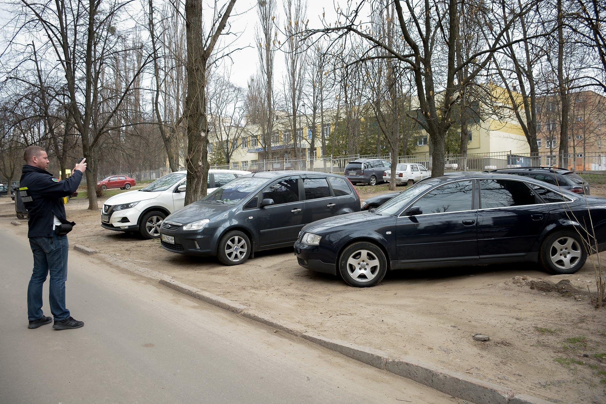 В Украине начали штрафовать за парковку во дворах 1