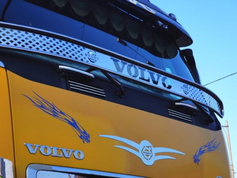 На дорогах Украины заметили тюнингованный тягач (видео) 2