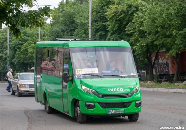 На стоянке замечен редкий автобус украинского производства (фото) 1