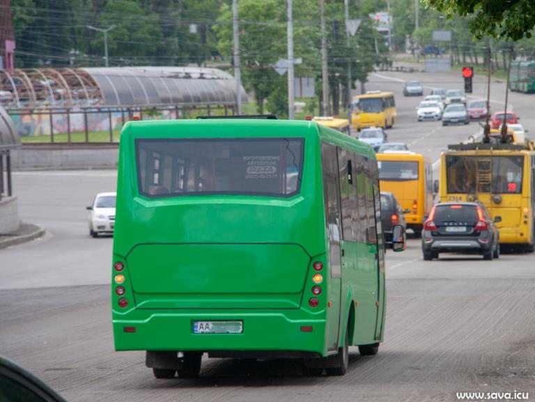 На стоянке замечен редкий автобус украинского производства (фото) 2