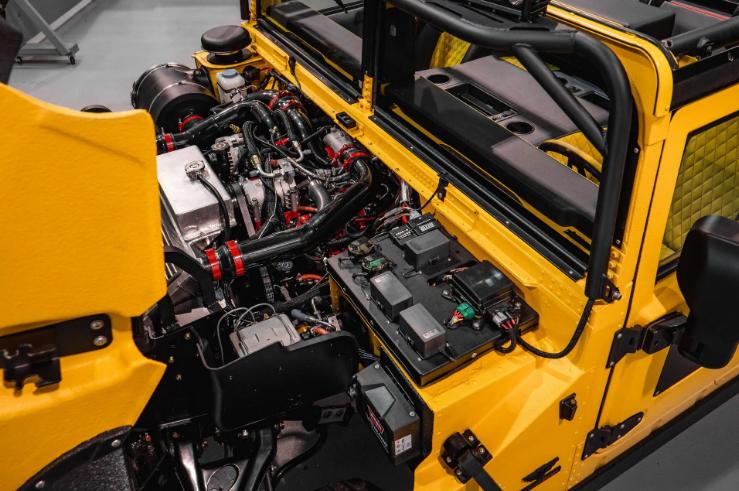 Представлен Hummer M1-R с двигателем мощностью 800 лошадиных сил 1