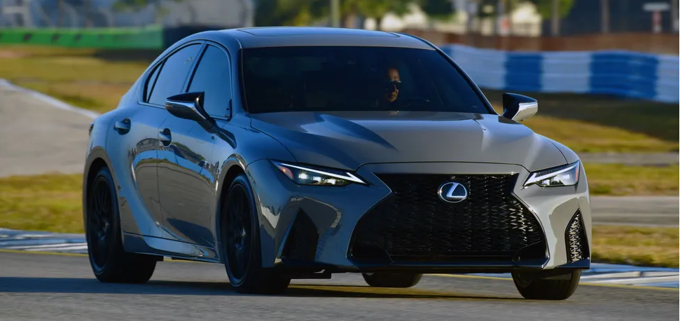 Lexus представил эксклюзивную версию седана IS 1
