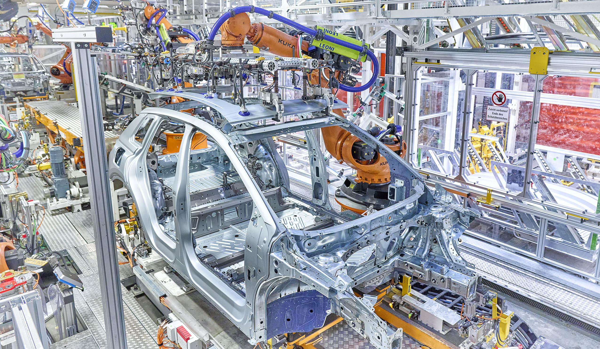 Audi запустила конвейер по производству нового кроссовера Q4 e-tron 1