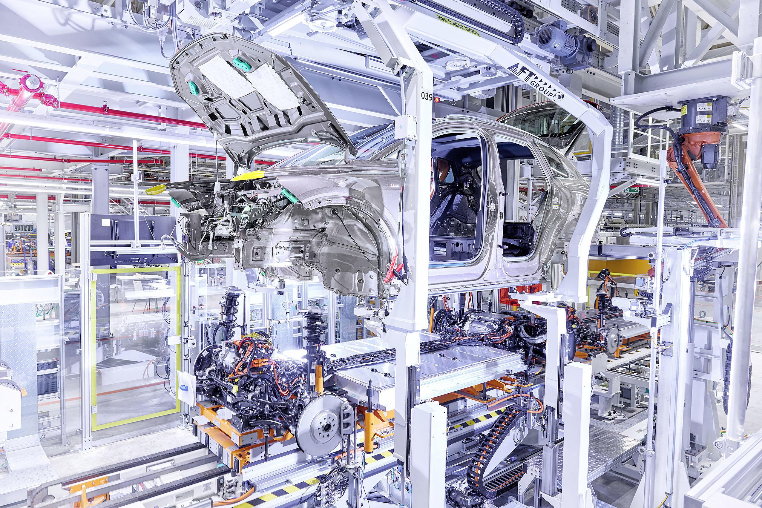 Audi запустила конвейер по производству нового кроссовера Q4 e-tron 2