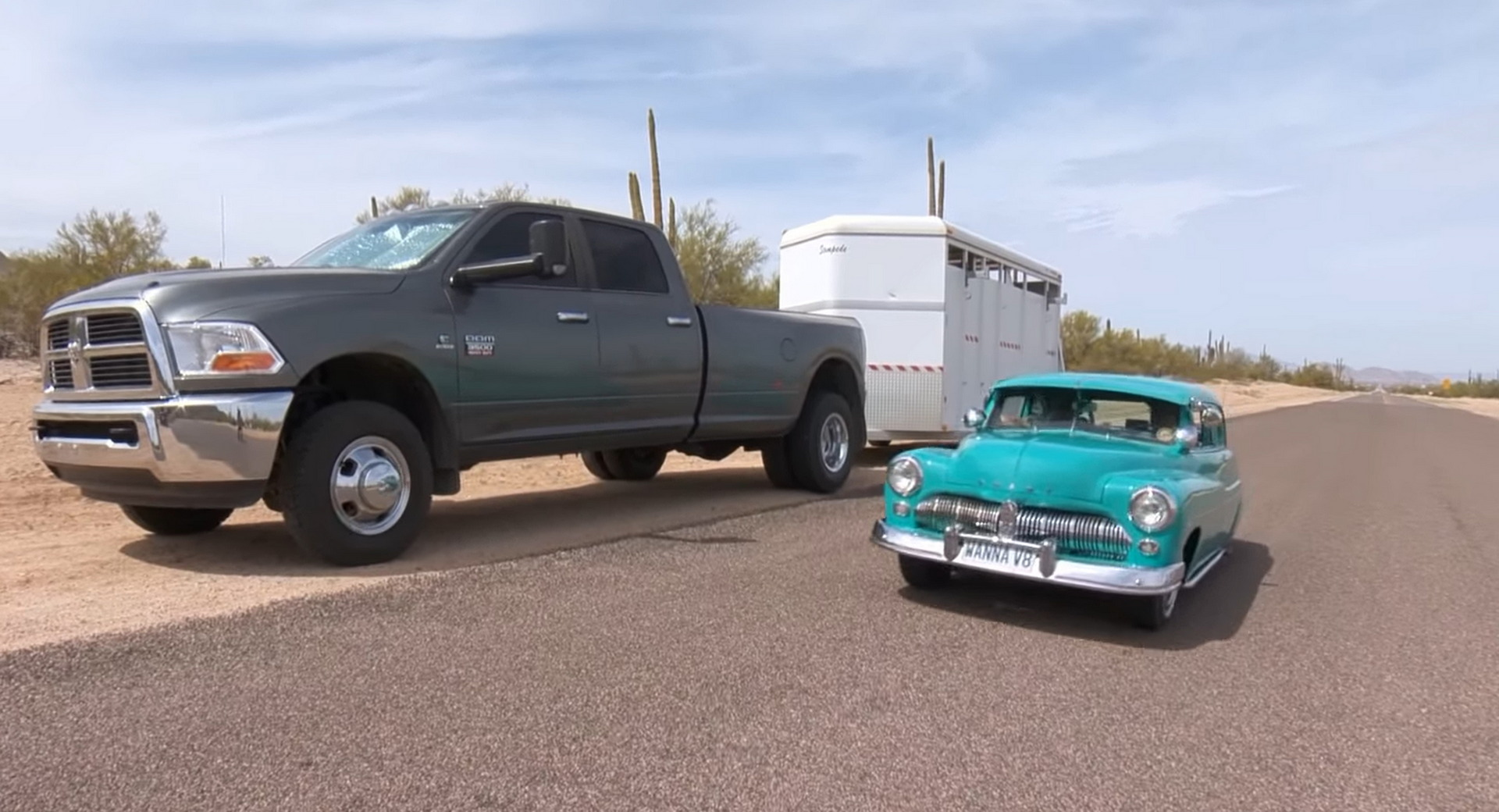 Умелец собирает мини-копии популярных авто из старых холодильников (фото, видео) 2