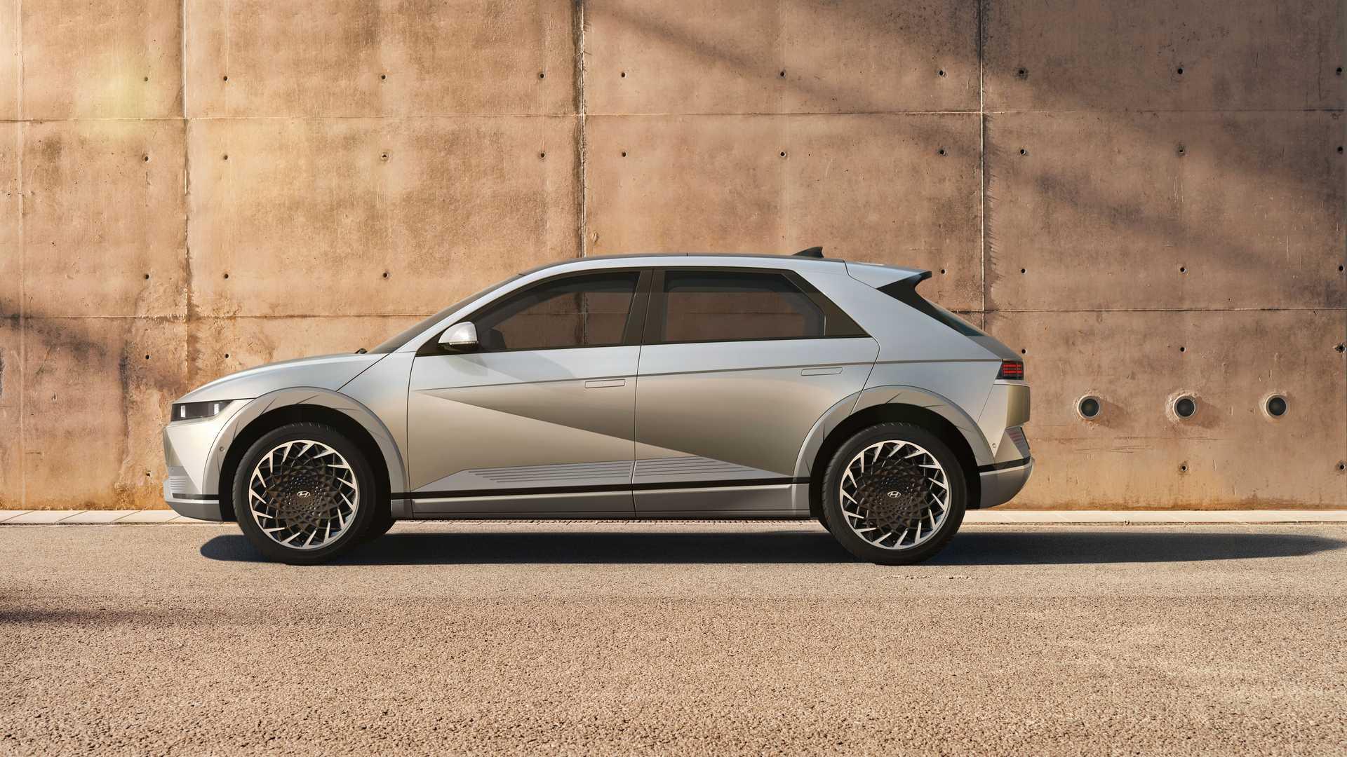 Компания Hyundai официально представила новый кроссовер Ioniq 5 3