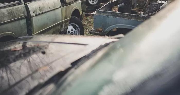 В Великобритании нашли свалку внедорожников Land Rover (фото) 2