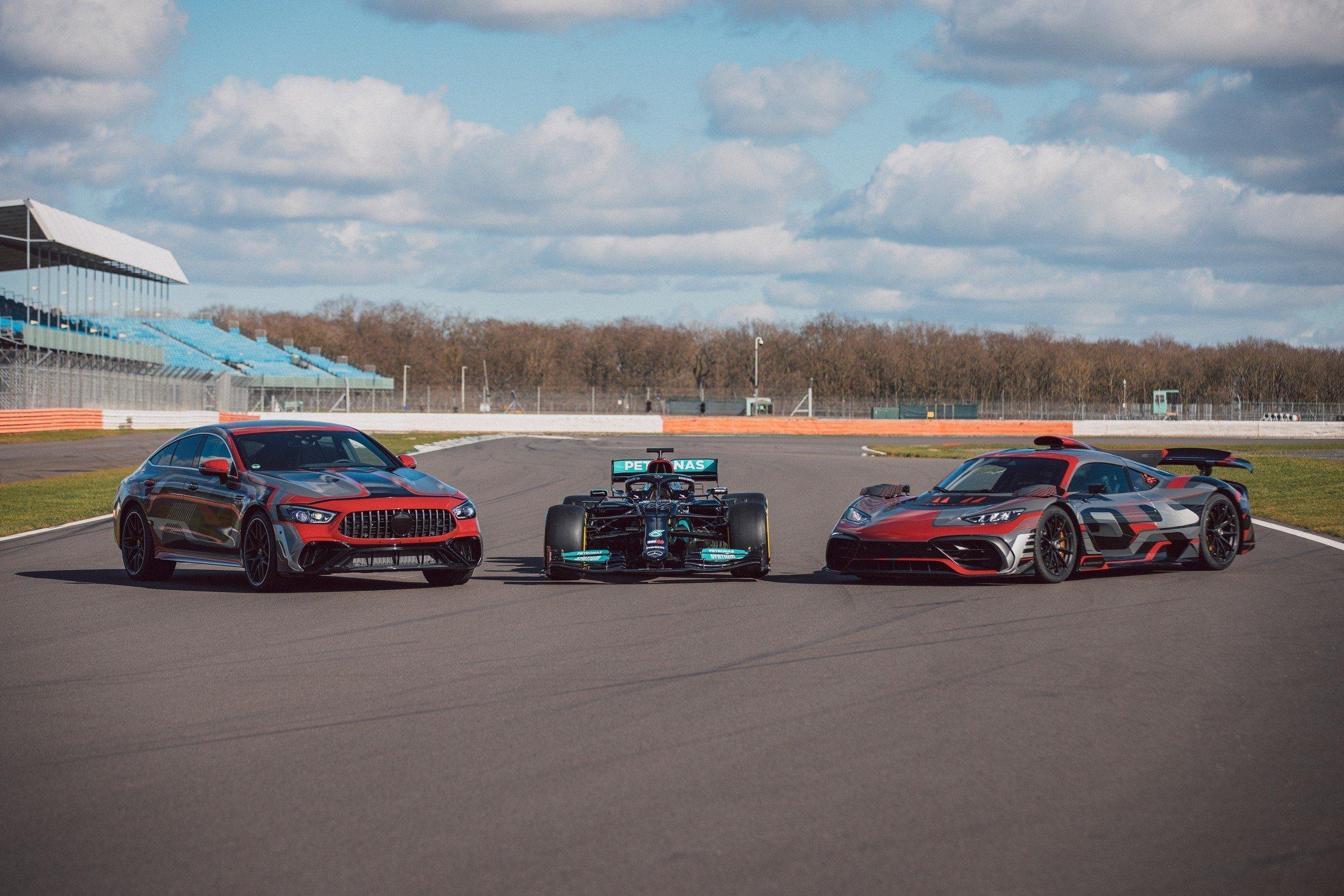 Mercedes официально показал спорткар AMG GT 73 1