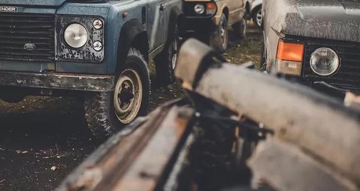 В Великобритании нашли свалку внедорожников Land Rover (фото) 4