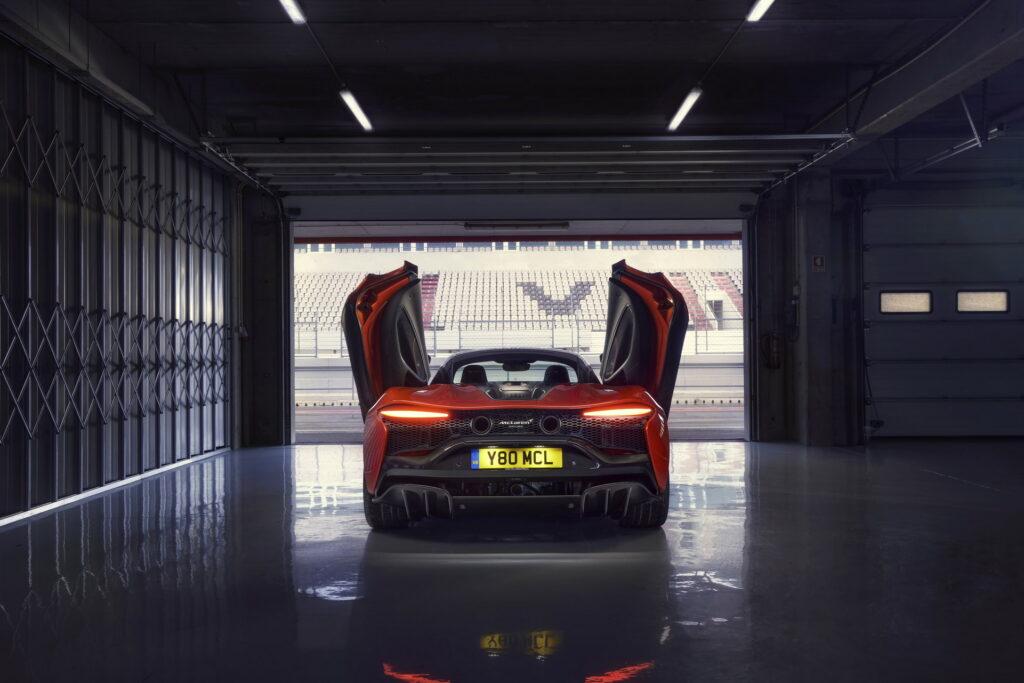 McLaren представил новый суперкар без задней передачи 1