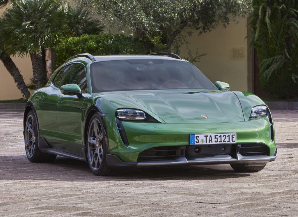 Porsche официально представил Taycan Cross Turismo 1