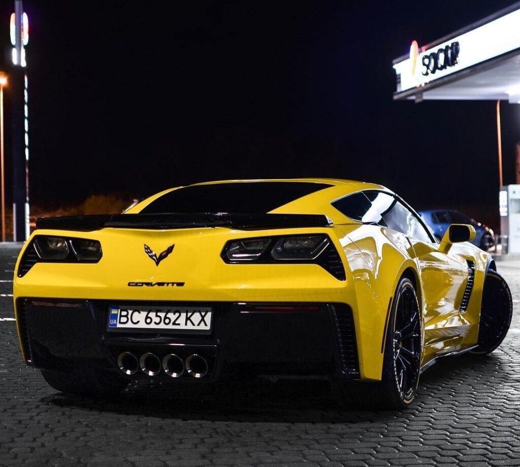 В Украине засняли сверхмощный Chevrolet Corvette 2