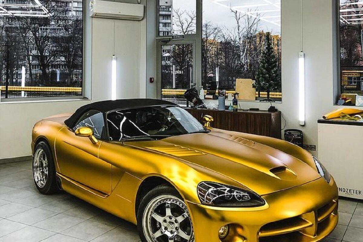 В Киеве обнаружили сверхмощный «золотой» суперкар 1