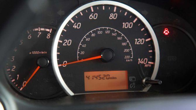 В США семейная пара купила самую дешевую на рынке машину и проехала на ней 700тыс.км. 2