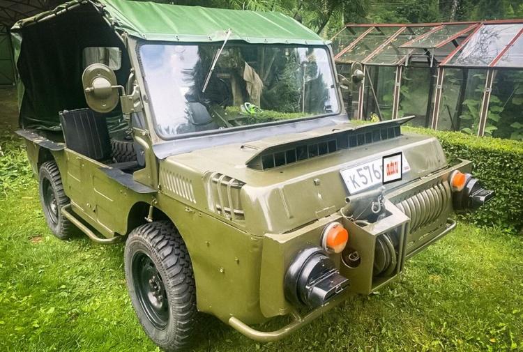 На продажу выставили уникальный 37-летний украинский автомобиль-амфибию 1