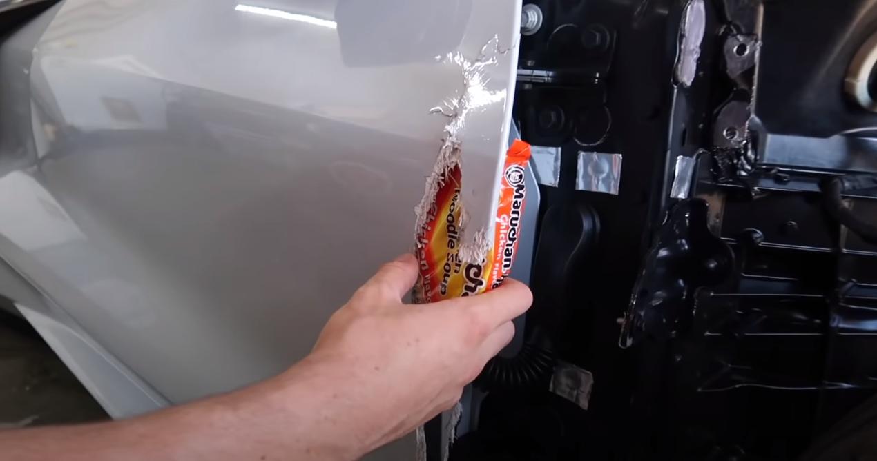 Блогер показал: как отремонтировать кузов авто с помощью «Мивины» (видео) 1