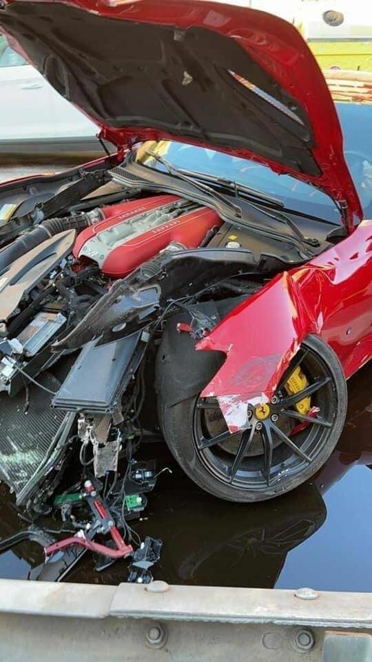 Работник автомойки разбил Ferrari за 100тыс. евро, принадлежащий известному футболисту 2