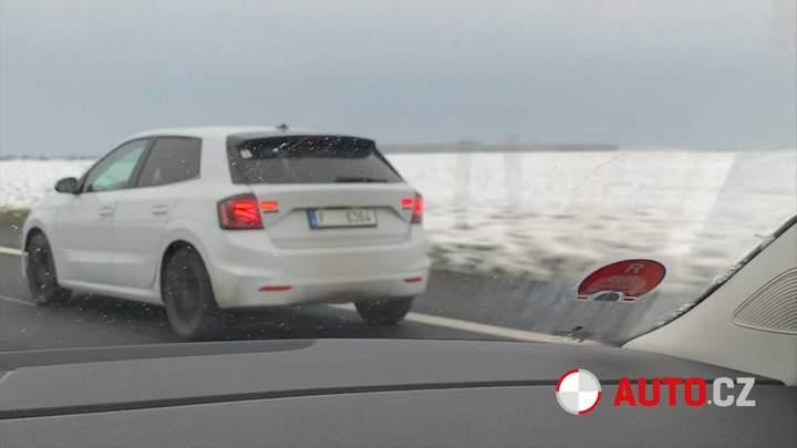 Skoda Fabia нового поколения попала в объектив видеокамеры в Чехии 1