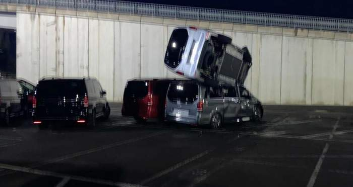 Уволенный работник завода Mercedes-Benz разбил 69 машин и нанес ущерб на миллионы евро 2
